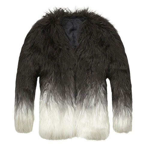 Für Zottel-Freunde: Mantel aus langem Kunstfell mit Farbverlauf und verdeckter Hakenleiste von Maison Scotch, circa 200 Euro.