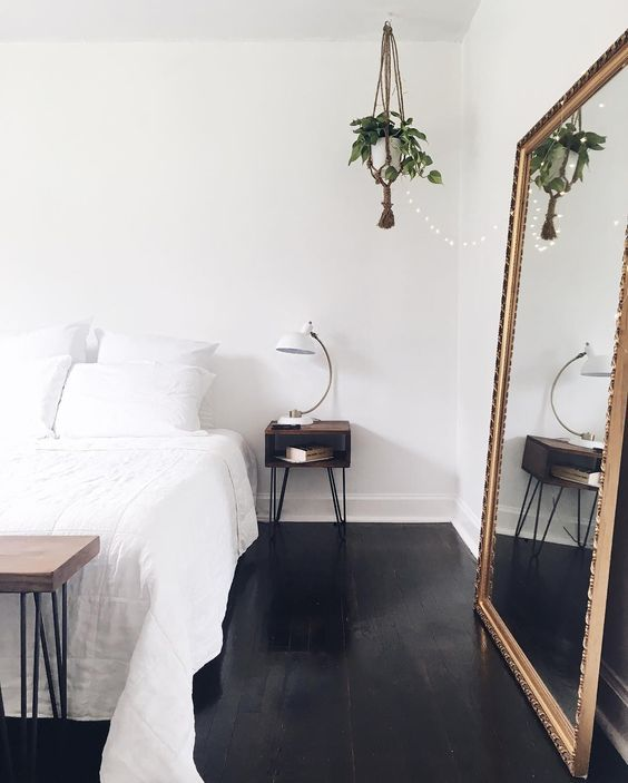 Monochrome Nordic style bedroom. The shiny black really add depth and the hairpin leg and macrame plant hanger furniture give a nod to mid-century modern design.