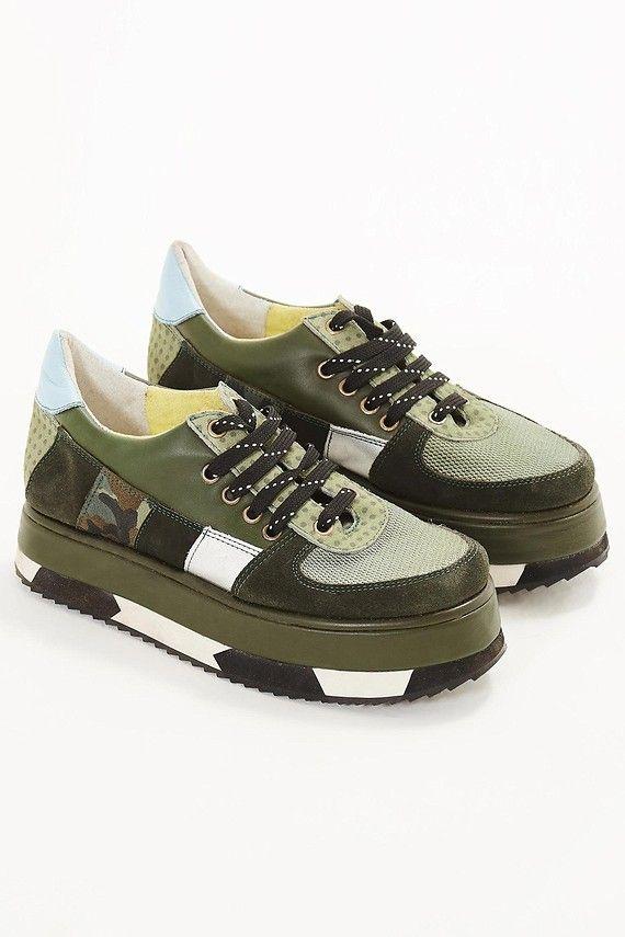 calçados: chinelos, tênis estampados e mais | FARM