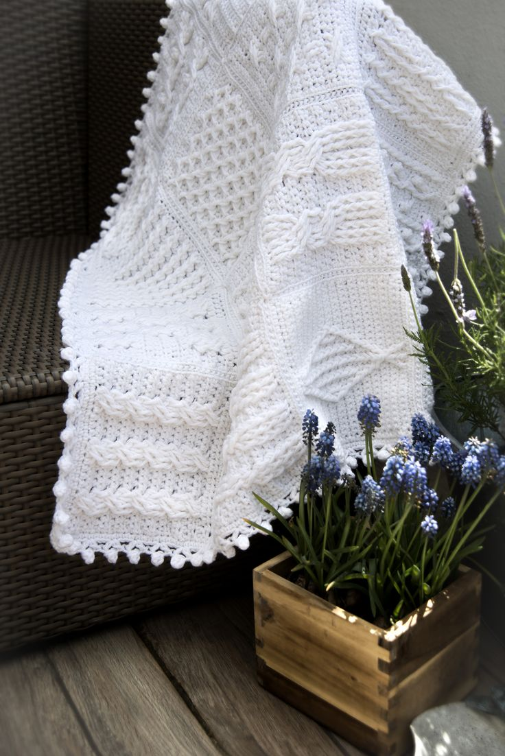 photo @yasemiu, pattern is from Darla Sims,'63 crochet cable stitches' a perfect book