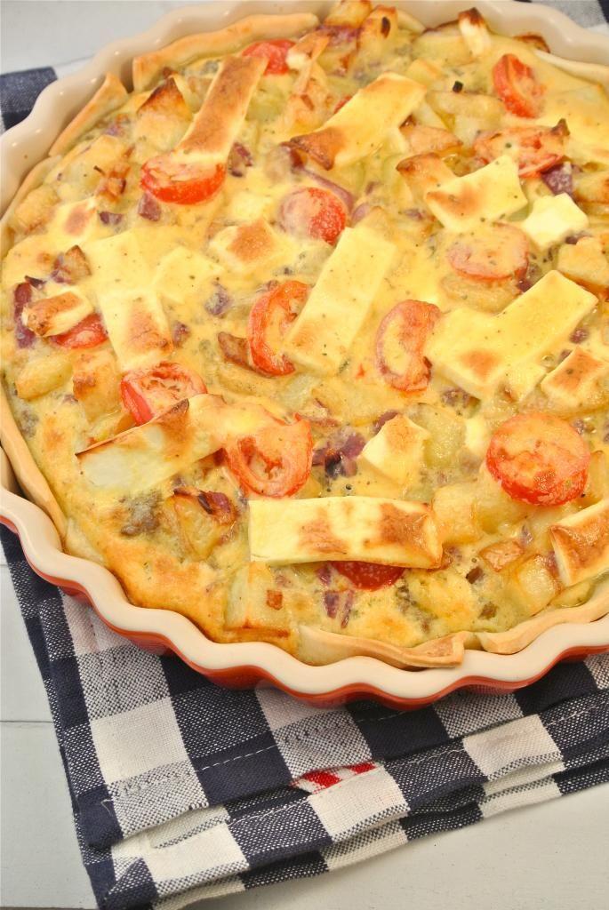 Griekse quiche -- met ui, tomaat en feta.