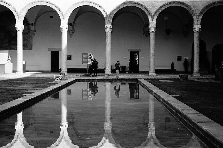 Castello Sforzesco . More on my website keinsinn.de . #milano #italy #italia #comunedimilano #blackandwhite #highcontrast #water #reflection #vacation #hiking #travel #wanderlust #adventure #photographer #potd #pictureoftheday #photooftheday #awesome #art #sonyalpha #sonyalpha5000 #sel55210 #keinsinn