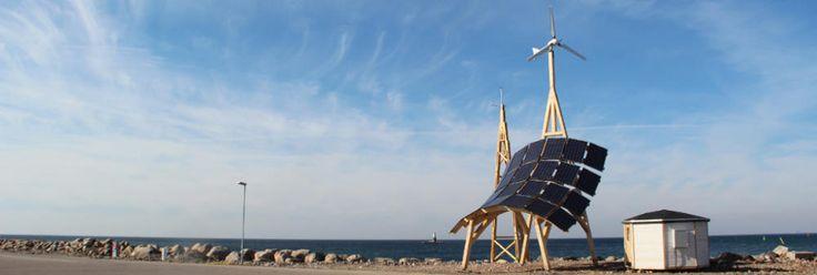 Es capaz de producir hasta 13 800 kWh al año incluso en países con baja radiación solar y vientos moderados – proporcionando energía 24 horas al día.