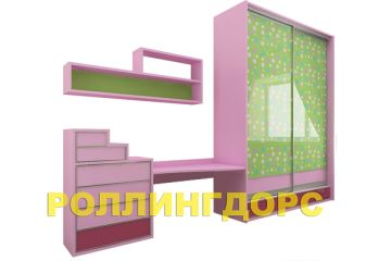 Детский розовый шкаф с письменным столом и комодом