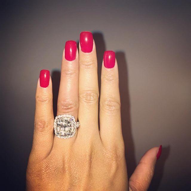 Nicki Minaj is showing off a (new!) engagement ring