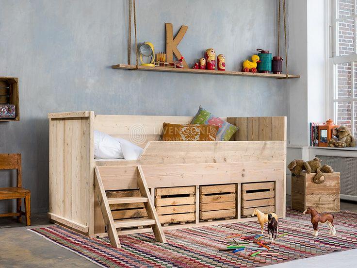 Kajuitbed met fruitkistjes - Kinderbedden - Steigerhouten bedden
