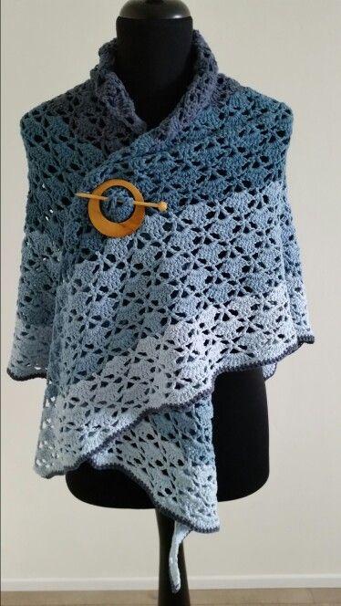 Denim kleurige omslagdoek!  Stoer op een spijkerjasje of witte blouse. Is eventueel te koop.