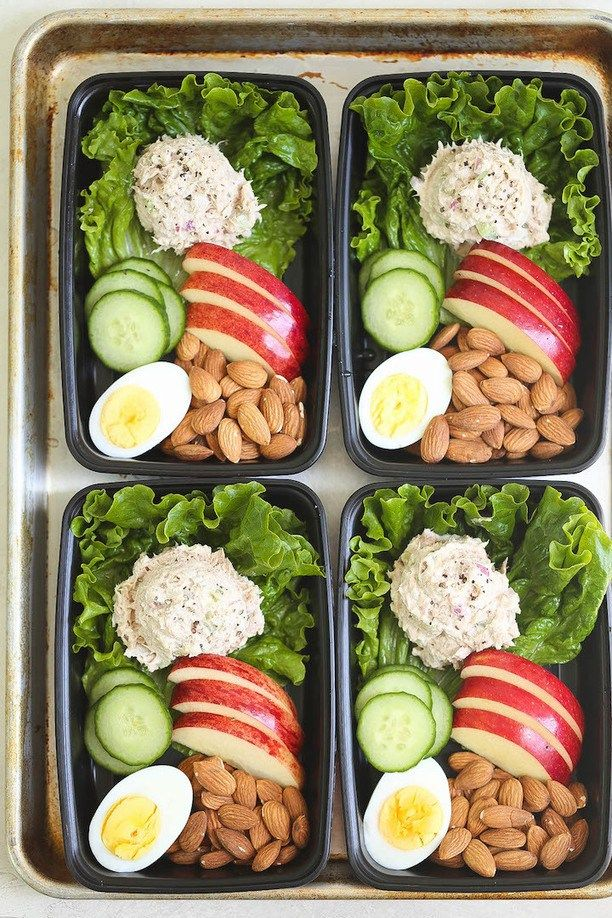 Tuna Salad Meal Prep - Hearty, healthy and light snack boxes for the entire week! With homemade Greek yogurt tuna salad, egg, almonds, cucumber and apple!Sourced through Scoop.it from: damndelicious.net