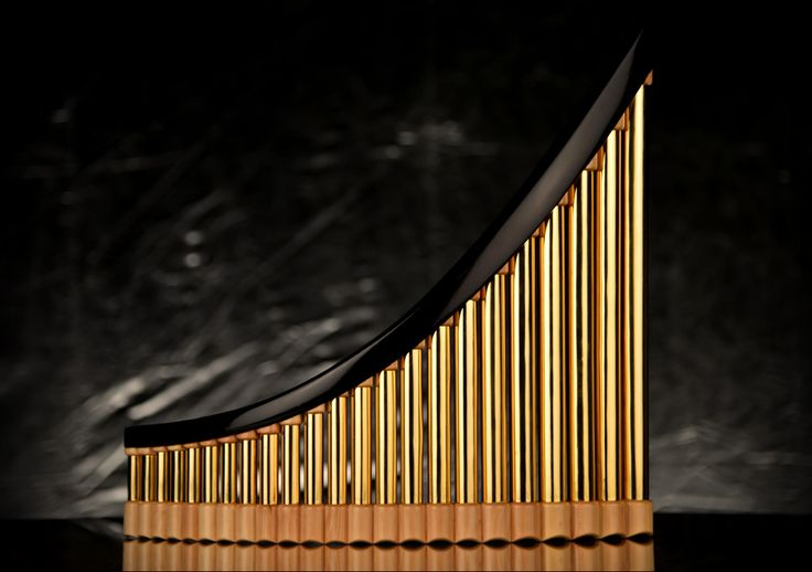 Pedra Tenor Panfluit €1400,= Messing goud- enzilverkleurig gegalvaniseerd en hardhouten afwerking. 25 pijpen D1 - G4