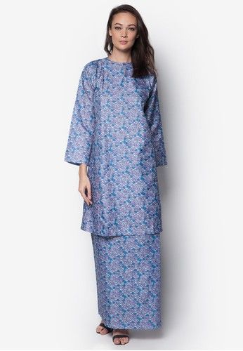 Poly Cotton Baju Kurung from Jennifer Creations in Purple Purple Poly Cotton Baju Kurung by Jennifer Creations features an all-over floral pattern print on a soft fabric.  Kurung Top - Polyblend - Round neckline - Long sleeves - Front hook and eye closure - Padded shoulder pads - Relaxed fit - Non-stretchab... #bajukurung #bajukurungmoden
