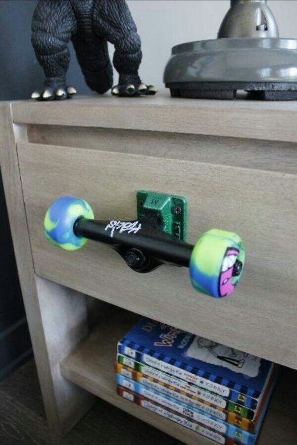Sick skateboard truck and wheels handle
