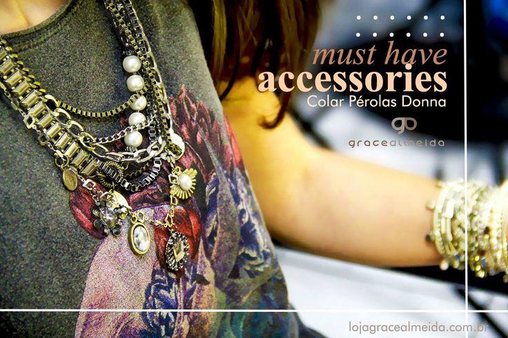 A gente ama a dupla t-shirt + colar poderoso! COLAR PÉROLAS DONNA Na loja virtual: http://www.lojagracealmeida.com.br/colar-perolas-donna.html