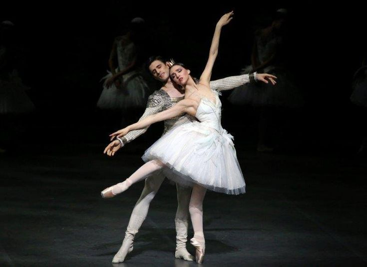 Martina Arduino in Ratmansky's Swan Lake – a ballet star is born at La Scala? - Martina Arduino as Odette with Nicola del Freo  – photo by Brescia and Amisano Teatro alla Scala