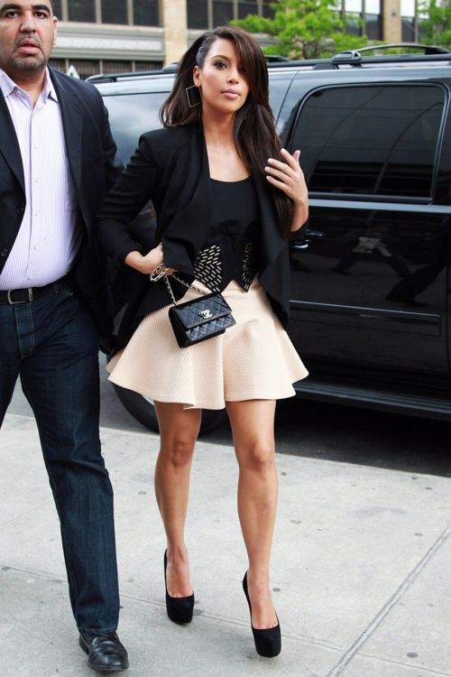 Kim Kardashian style For more outfits, beauty advice and style click the picture!    447      133      3