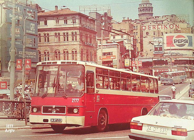 80'lerin efsanesi MAN otobüsümüz Karaköy'den geçerken