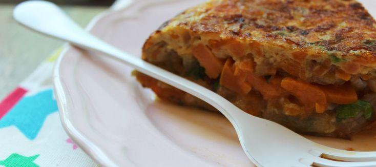 El boniato se presenta como una alternativa de temporada, con un punto de dulzor y textura increiblemente melosa, a la clásica patata. Y el bacalao ofrece un contraste que le da aún más sentido a todo.