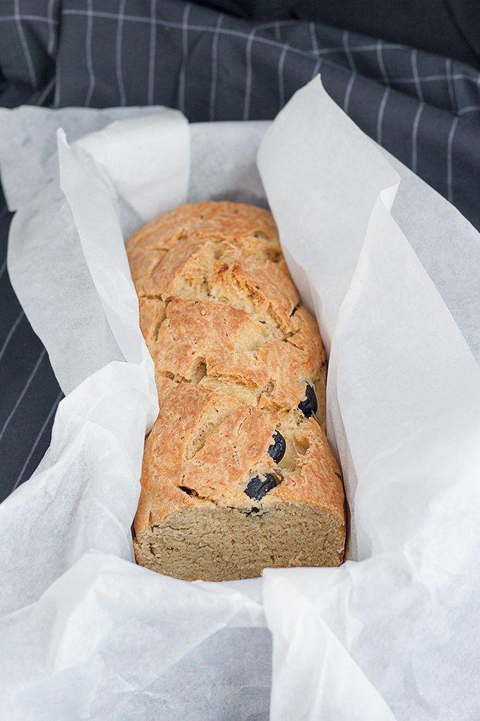 Il pane fatto col pecorino toscano DOP, olive nere e rosmarino. Speciale col prosciutto crudo!