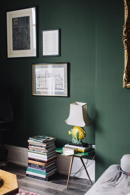 die 25 besten ideen zu dunkle w nde auf pinterest dunkelblaue w nde marine w nde und. Black Bedroom Furniture Sets. Home Design Ideas