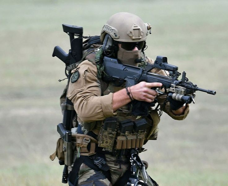 Heavely armed French commando from CPA 10 (SOF/Air Commandos).