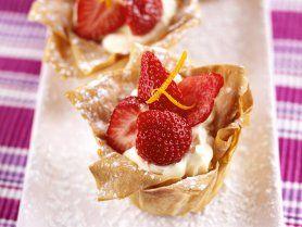 Erdbeertörtchen mit Filo-Teig und Mascarponecreme