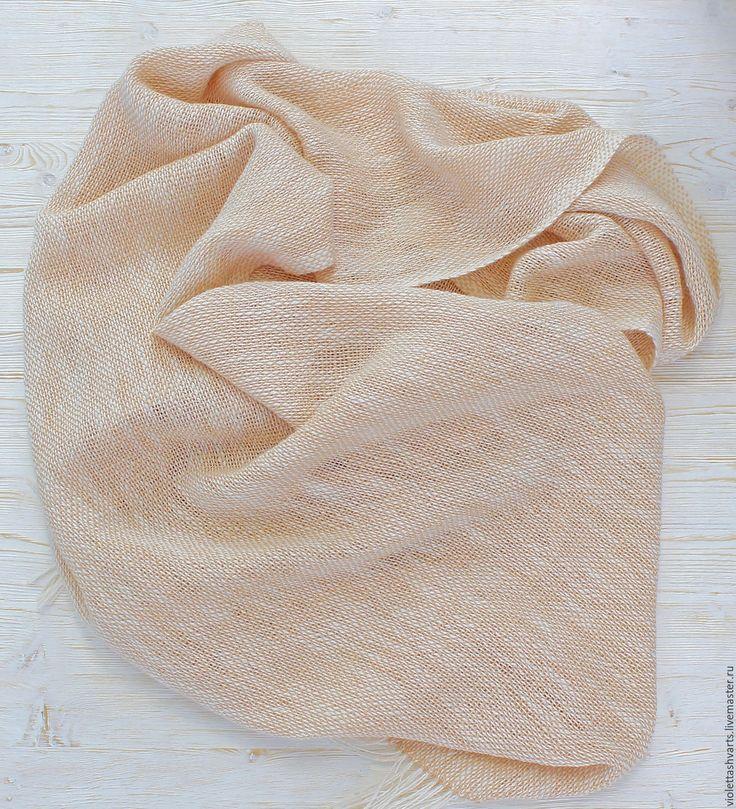 Купить или заказать Льняной  женский шарф 'Крем-брюле' Ткачество Тканый шарф в интернет-магазине на Ярмарке Мастеров. Тканый льняной шарф теплого медового цвета создан вручную на домашнем ткацком станке из высококачественной итальянской пряжи, в ее составе лен, хлопок и модаль, который смягчает лён и делает полотно приятным и пластичным. Шарф получился легкий (около 150г), с интересной структурой. В нем сохранились все положительные качества льна: гигроскопичность, ощущение прохлады в...