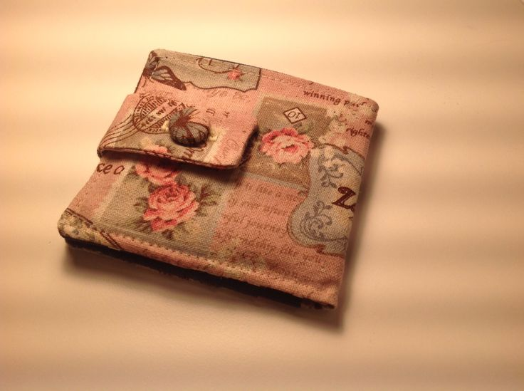 Fold up wallet with credit card slots. Lovely linen fabric.