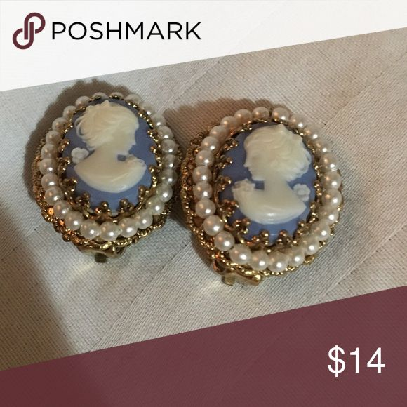 Vintage Cameo clip on earrings✨ Vintage Cameo clip on earrings with a white pearl around the edges, such a delicate fine piece of Jewelry Cameo Jewelry Earrings