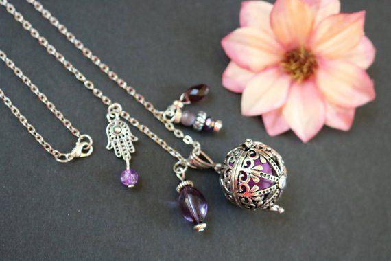 Pendentif Bolas mauve et perle d'harmonie (perle carillon musicale, violet, cage métallique qui se ferme, idée cadeau grossesse)