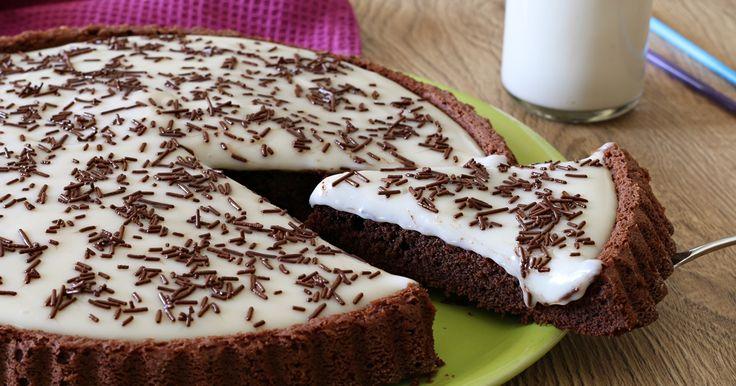 Crostata morbida al cacao con crema al latte è un dolce adorabile, facile e veloce come piacciono a ...