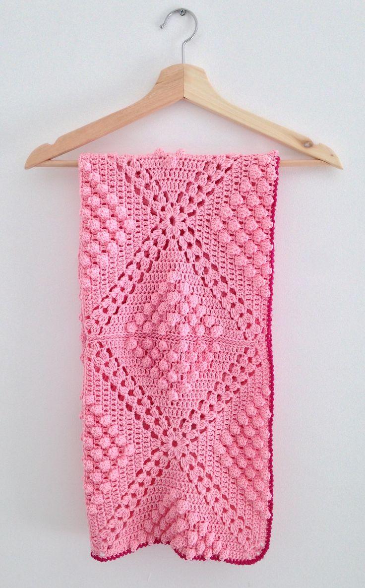 'Popcorn' blanket - uses a free pattern by Haafner.  Straight to the Haafner pattern: http://byhaafner.blogspot.nl/2013/08/pattern-popcorn-blanket.html?m=0