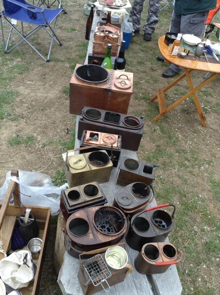 花見には野燗炉ですな。私も燗銅壺を囲む会で、花見キャンプしてきました。今回は燗銅壺(野燗炉)なんと13台集合!   http://ameblo.jp/sakenomi-ichibay/