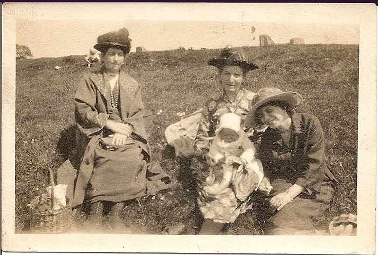 Ginny (?) with Jessie Nelson (my gt grandmother) and Ivy Messer my grandmother and my aunty Audrey. Canvey Island 1930s.