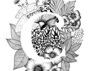 Art print van letter A met florale achtergrond. Geweldig cadeau! Message me voor aanpassingen of in opdracht van de stukken.  Zwart-wit inkt, meer letters van het alfabet binnenkort.