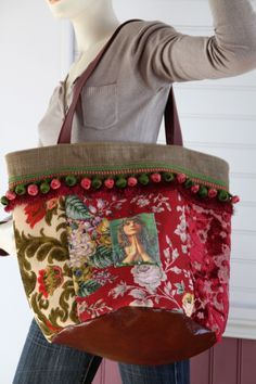 Sac gypsy, toile velours, coton fleuries, toile velours unies ,galons pompons et franges, appliqué gypsy , perles : Borsette di alcove-et-dentelle