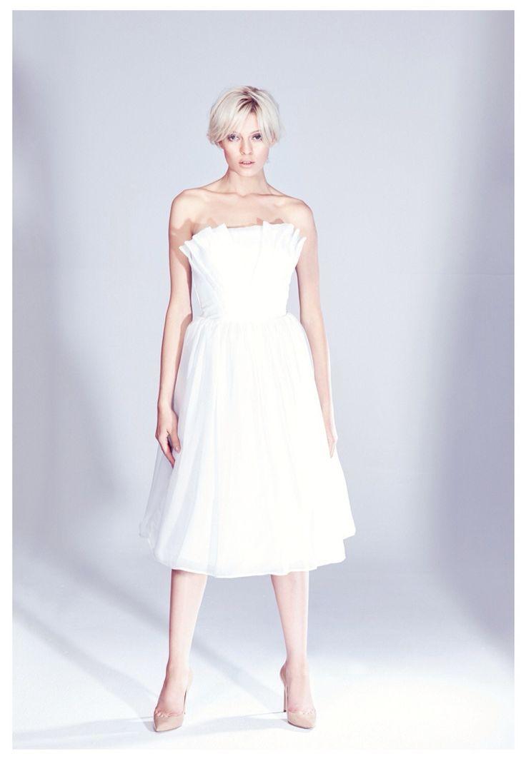 Jedwabna, koktajlowa sukienka z gorsetem z kolekcji AW 14/15 THECADESS