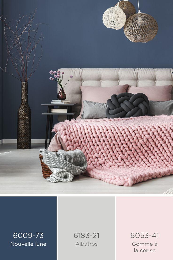 PEINTURE SICO | Bleu foncé et rose pâle avec de subtiles touches de gris, un superbe agencement de teintes pour une chambre à coucher pleine de douceur et d'élégance!