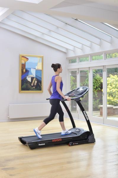 RE1-11920BK_Z9_Run_Treadmill_Black_Lifestyle