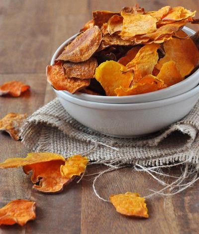 Chips fáceis de fazer, assados ao forno, secos ao sol ou desidratados. Banana, maçã, cenoura, couve, rabanete, berinjela, abobrinha, batata doce, abóbora.