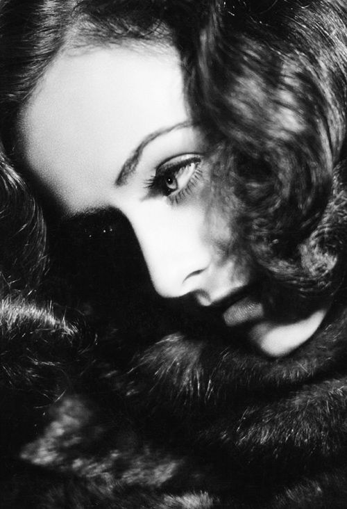 Portrait of Paulette Goddard. Photo by Hulton Archive.