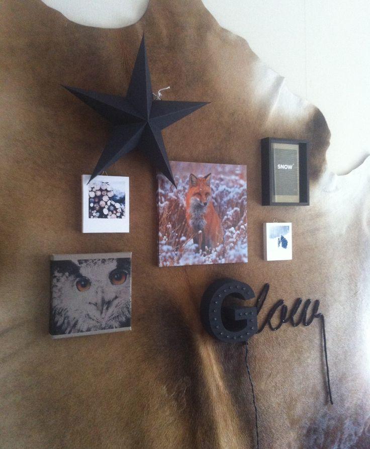 Lijst met dubbel glas met daarin een kaartje, letter met lampjes welke samen met het woldraad een woord vormt, photoblocks, canvas uil, canvas vos en een ster