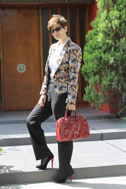 Divina Ejecutiva: Mis Looks - Blazer de flores