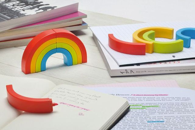Rainbow Highlighters (30+ useful (and cool) office gadgets you must have - Blog of Francesco Mugnai)