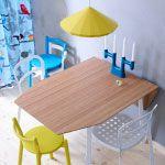 toffe gele lampen en stoelen