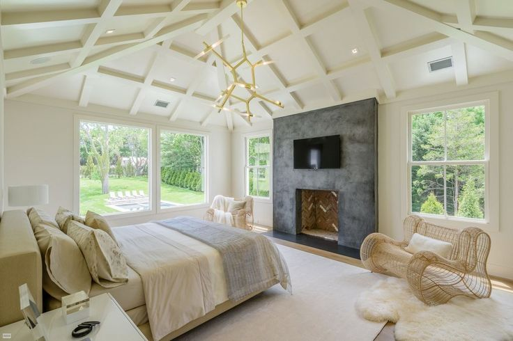 Contemporary Master Bedroom with Agnes Chandelier - 10 bulb, High ceiling, Prairie Sheepskin/ Wool White Shag Rug (3'7x5'11)