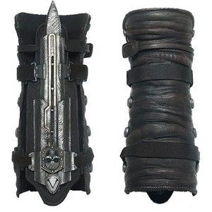 Assassin's Creed IV Black Flag Hidden Blade and Gauntlet