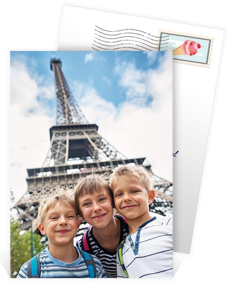 Carte postale personnalisée pour partager vos souvenirs aux pieds de la tour Eiffel, ref N211134