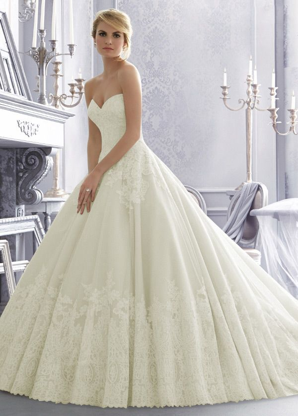 NEW! Elegant Tulle Sweetheart Neckline Natural Waistline Ball Gown Wedding Dress With Lace Appliques