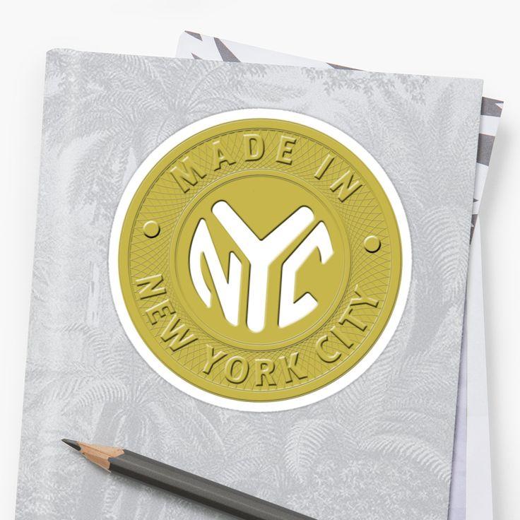 Hecho en las camisetas de Nueva York, regalos y accesorios traídos a usted por Imagine eso! De diseño ubicado en el corazón de Manhattan. Nuestro diseño es una reminiscencia de un viejo contador de metro con las palabras, Hecho en la ciudad de Nueva York, en la parte exterior del círculo con las iniciales, ciudad de Nueva York en el centro. Este diseño vintage de la diversión hace un regalo perfecto para los nativos de Nueva York, NY, los turistas amantes de la gran ciudad, los…