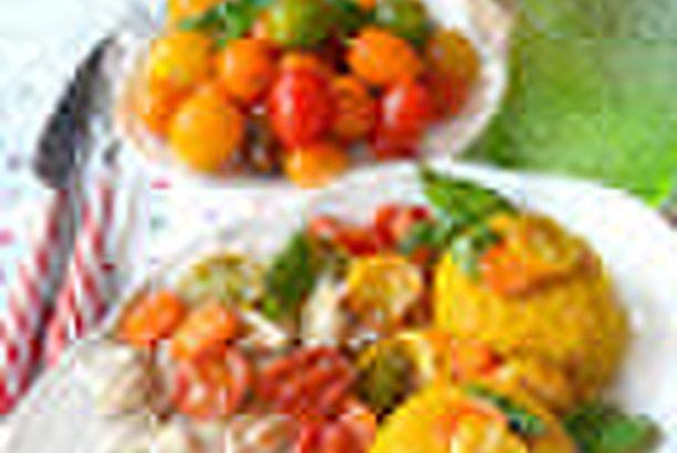 Tortini di riso basmati alla curcuma con pomodorini confit e pollo aromatizzato al timo