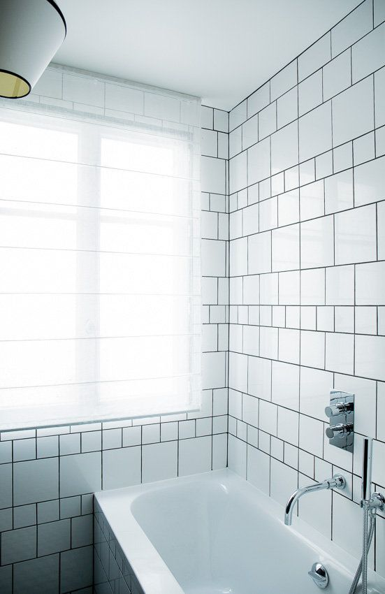 35 best Paris appartement haussmannien - MrL\MrsC - aurelie lambert - salle de bain gris et bleu